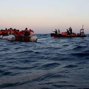 Naufrágio deixa mais de 40 desaparecidos no Mediterrâneo ...