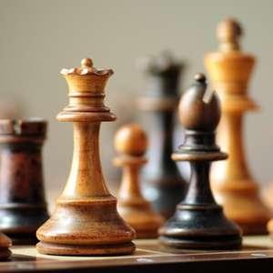Gambito da Rainha: lógica do xadrez e as estratégias de ...