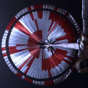 Missão Perseverance em Marte: o que diz a mensagem escondida no paraquedas do robô - e outros segredos da expedição