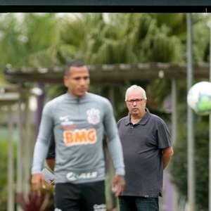 Diretor do Corinthians sinaliza com a possibilidade de troca de jogadores: 'Vai acontecer em algum momento'