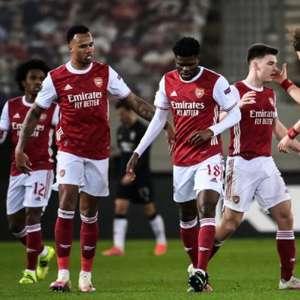 Em confronto com duas viradas, Arsenal derrota o Benfica ...