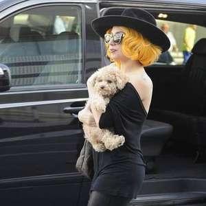 Com novo visual, Lady Gaga chega a Roma para gravar 'Gucci'