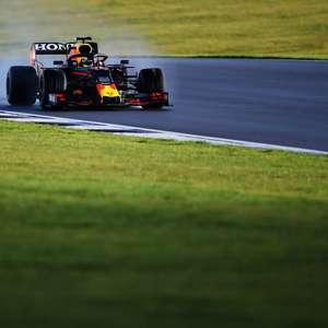 """Verstappen analisa impacto do novo assoalho e vê RB16B """"se comportando diferente"""""""
