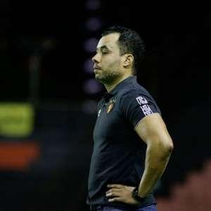 Jair Ventura comemora a permanência do Sport na Série A