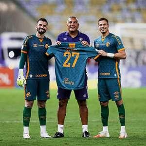 Fluminense faz homenagem a Muriel após goleiro perder o pai