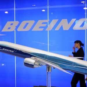 Boeing 777 faz pouso de emergência por falha no motor na Rússia