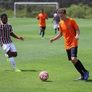 Palmeiras contrata lateral de 16 anos para reforçar a base