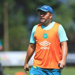 Técnico Umberto Louzer emite nota e coloca fim em boato sobre possível saída da Chapecoense