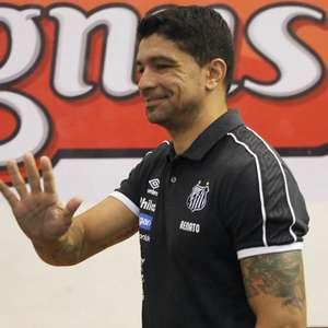 Santos anuncia a demissão do ex-volante Renato