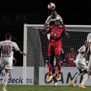 São Paulo sofreu gols em todos os jogos em 2021; Crespo ...