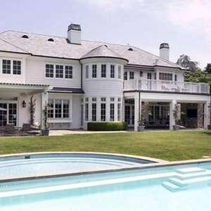 LeBron James coloca à venda mansão avaliada em R$ 110 mi