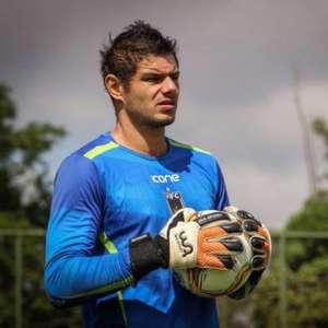 Botafogo fecha a contratação de Douglas Borges, melhor goleiro do último Carioca