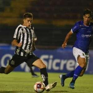 Gabriel Pirani comemora primeiro gol pelo profissional ...