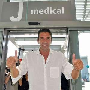 Com 43 anos, Buffon ainda se vê jogando futebol e põe ...