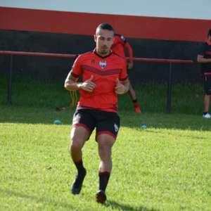 Lateral-esquerdo, Nicolas está de volta ao Athletico