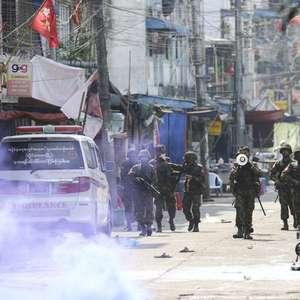 Polícia mata ao menos 9 manifestantes pró-democracia em ...