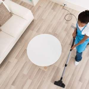 Mulher rica faz seis horas de trabalho doméstico a menos ...