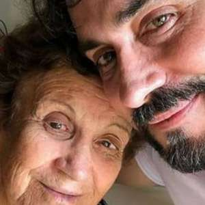 Padre Fábio de Melo se emociona com mãe vacinada
