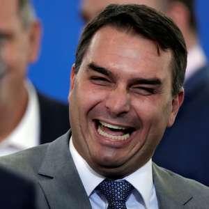 Flávio Bolsonaro registra BO contra Ivan Valente