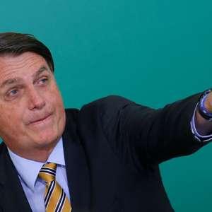 "Comprar vacina ""só se for na casa da tua mãe"", diz Bolsonaro"
