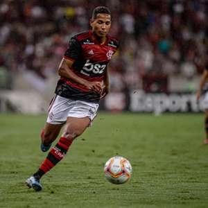 Flamengo encaminha empréstimo de João Lucas ao Cuiabá em ...