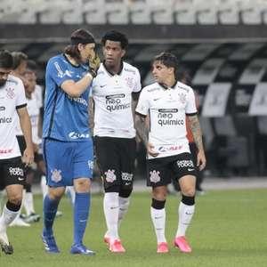 Corinthians volta a marcar gols, mas completa um mês sem ...
