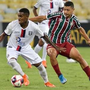 Resende marca no fim e vence o Fluminense no Carioca