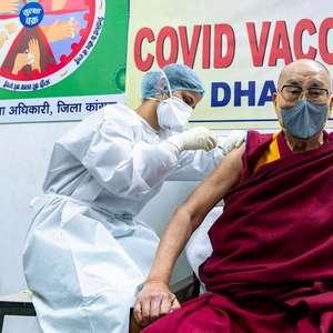 Dalai Lama é vacinado contra o coronavírus e incentiva ...