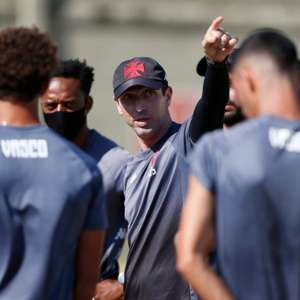 Siston avalia rendimento do Vasco: 'Se dividirmos em ...