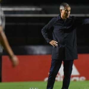 Goleada sofrida pelo Santos marcou pior estreia de Holan