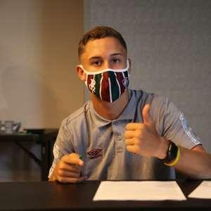 Arthur assina primeiro contrato profissional com o ...