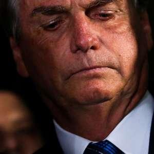 """Bolsonaro reclama de """"ignorante"""" que cobra vacinação no ..."""