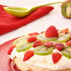 Pavlova de frutas: sobremesa de apresentação linda e ...
