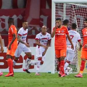 Com gol contra no fim, Internacional perde para o São Luiz