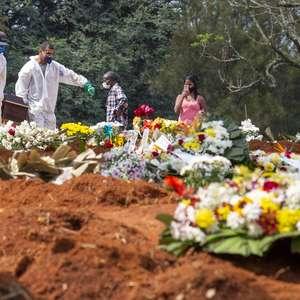Brasil registra novo recorde diário de mortes por covid-19
