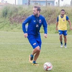 Paraná regulariza o atacante Maxi Rodríguez
