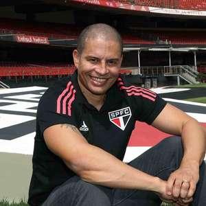 São Paulo oficializa ex-meia Alex como treinador do Sub-20