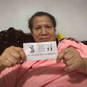 Meia do Internacional convence idosa a ser vacinada contra a Covid-19: 'Me senti na obrigação de ir tomar'