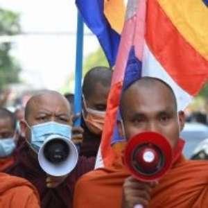 O que pensam os monges budistas que apoiam o golpe militar em Mianmar
