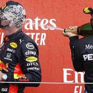 """Hamilton celebra rivalidade com Verstappen: """"Fãs querem"""""""