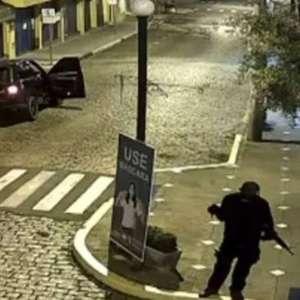 Quadrilha com fuzis explode bancos e leva terror a Mococa