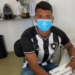 Botafogo contrata centroavante Lucas Goiano para o ...