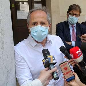 Italiano: mais fácil ter trombose em avião do que com vacina