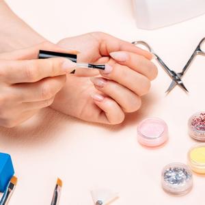 7 dicas para manter os cuidados das unhas em sua casa