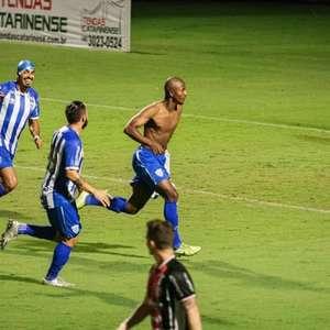 No Avaí, atacante estreia no profissional com gol em ...