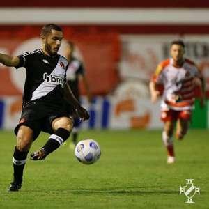 Morato celebra estreia com a camisa do Vasco e ...