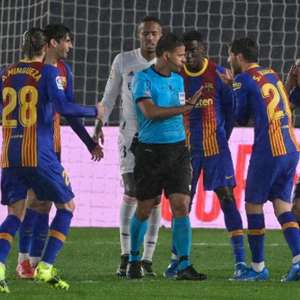 Koeman discute polêmica após derrota do Barcelona para o ...