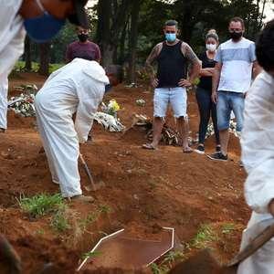 Brasil ultrapassa marca de 350 mil mortes pela covid-19