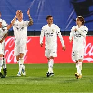 Real Madrid vence o Barcelona e cola na ponta do Espanhol