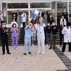Real Sociedad leva troféu da Copa do Rei para hospital e ...